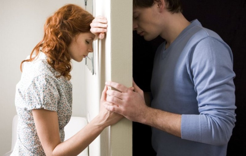 Как психолог помогает пережить измену мужа или жены